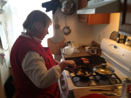 Olde Judge Mansion: Tina's cooking my delicious breakfast : omelette home fries ham home fries potatoes and pancakes