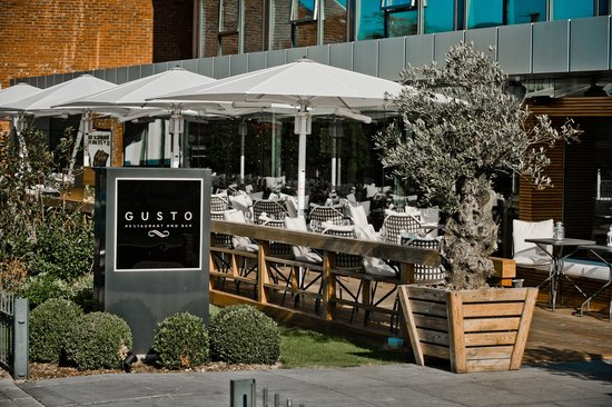 Gusto Restaurant & Bar Cheadle Hulme: GUSTO CHEADLE OUTSIDE TERRACE