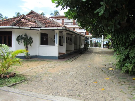Hotel Ocean View Cottage: Ocean View - Street Side