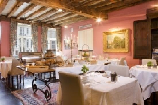 Hotel Martin's Relais: Breakfast room overlooking the canal (06/03/12)