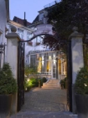 Hotel Martin's Relais: Main entrance of the hotel (06/03/2012)