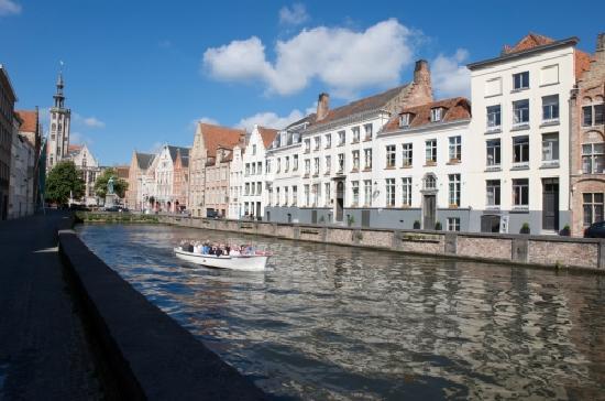 Hotel Martin's Relais: Hotel Facade canal side (06/03/2012)