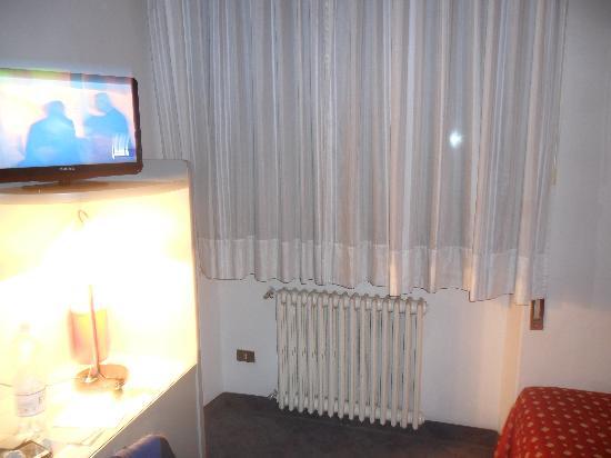 Hotel Milano: Interno camera