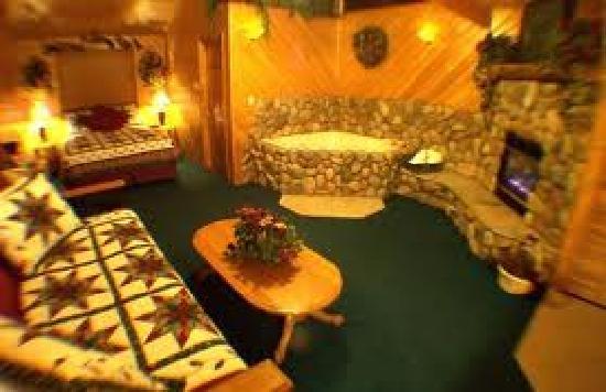 Giant Oaks Lodge: cabin 112