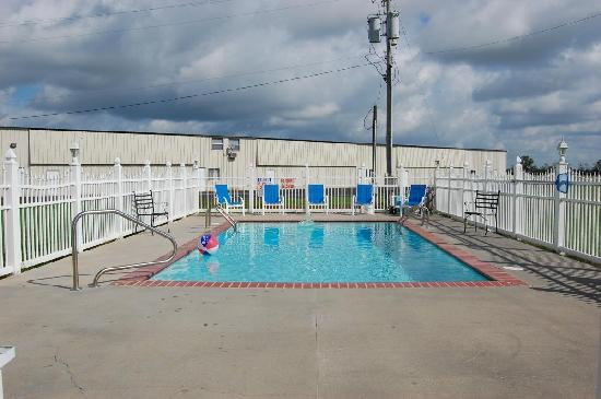 Motel 6 Abbeville: Swimming Pool