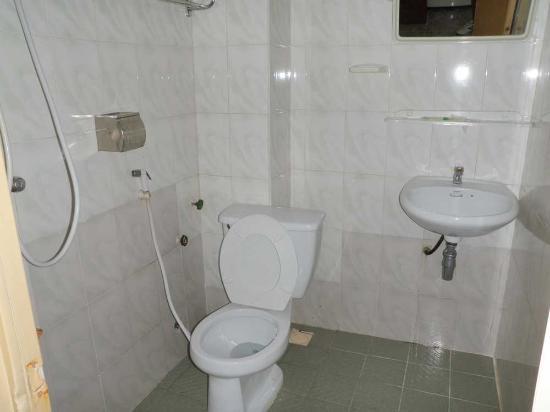 Jasmine Hotel: Bathroom