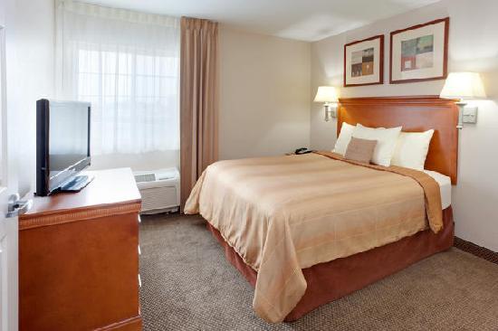 Candlewood Suites Secaucus: 1 Bedroom Suite. (Bedroom)