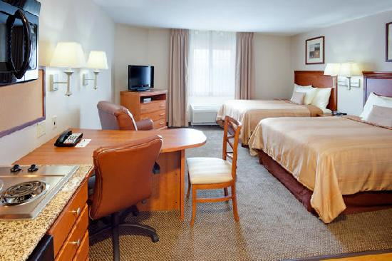 Candlewood Suites Secaucus: Studio Suite with Two Beds.