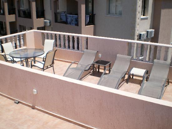 Royal Seacrest Apartments: Roof Terrace