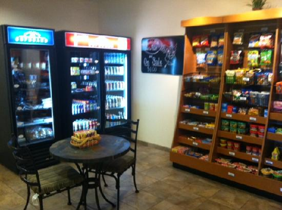 Candlewood Suites Fayetteville: Candlewood Cupboard