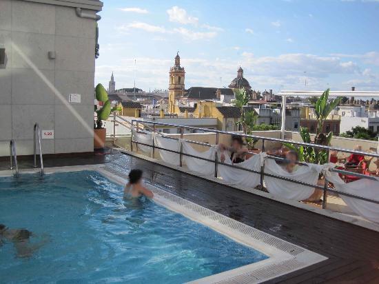 Foto de hotel sevilla center sevilla androne delle scale for Hoteles en ronda con piscina