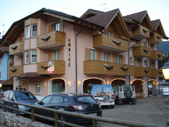 Ambiez Suite Hotel: Fronte Hotel