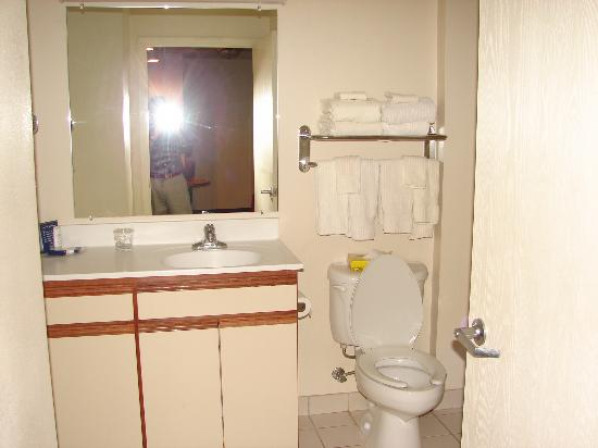 Candlewood Suites Syracuse Airport: Bathroom