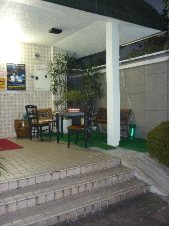Kyoto White Hotel: area fumatori