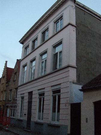 Dieltiens Gastenkamers Guestrooms: Entry to B&B - quiet side street