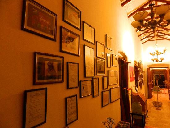 The Regent Hill Side Villa & Resort: Wall hangings in Regent