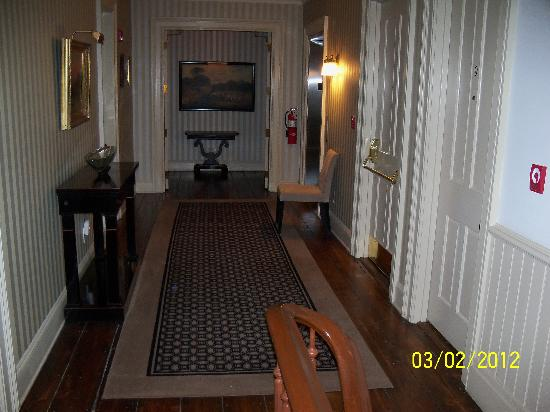 Hotel Fauchere: second floor hallway