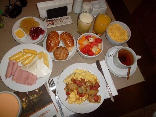 El cafe hoy se paga-http://media-cdn.tripadvisor.com/media/photo-s/02/5d/66/81/mi-desayuno-todo-muy.jpg