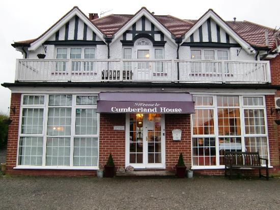 Cumberland House Gatwick: Building