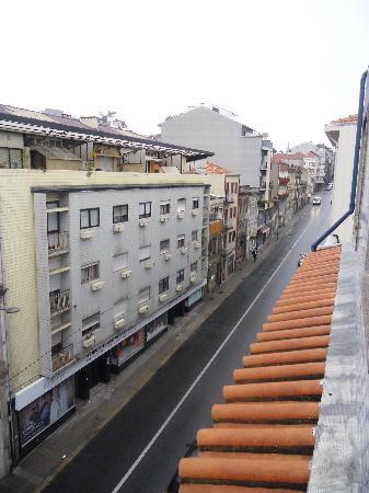 Hotel America: Rue (vers le haut)