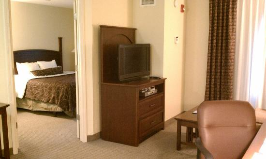 Staybridge Suites Greenville I-85 Woodruff Road: Living room, bedroom
