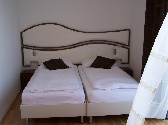 Hotel Sveti Kriz: room