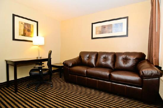 Quality Inn & Suites Escondido : Quality Inn Escondido Hotel Suite