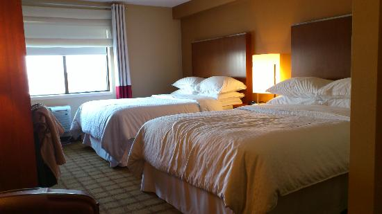 Four Points by Sheraton Winnipeg South: bedroom