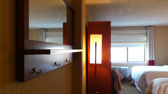 Four Points by Sheraton Winnipeg South: another view of the room