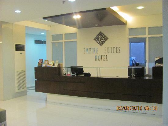 Merveilleux Empire Suites Hotel: Front Desk/Lobby