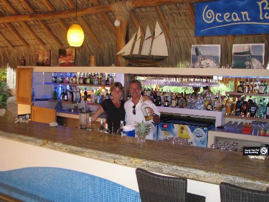 Ocean Huatulco: Mixing a few drinks