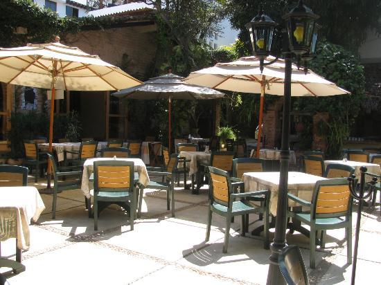 Hacienda Alemana courtyard