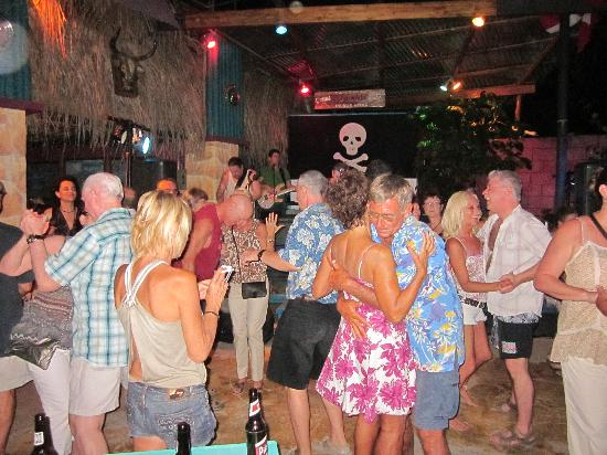 La Vida Loca: Bunch of people dancing and have a good time!