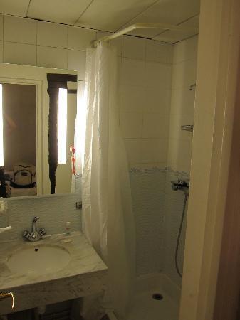 Hotel Bersoly's Saint Germain: Bathroom was great