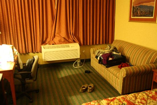 Quality Inn Near Pimlico Racetrack: Basic king room is practically a suite!