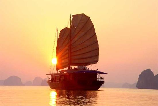 Golden Time Hostel 3: Sunset on Ha Long Bay