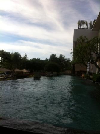 Anantara Seminyak Bali Resort: pool side
