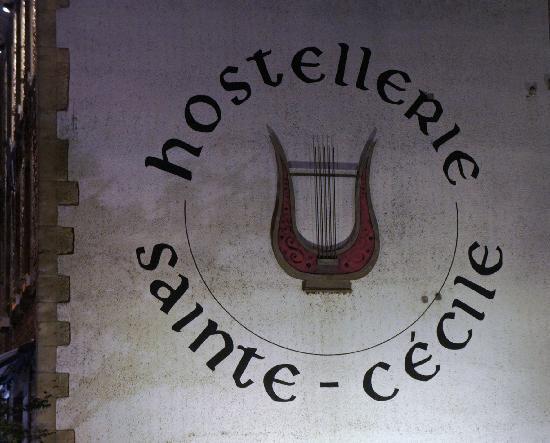 Hostellerie Sainte-Cecile : la façade coté jardin