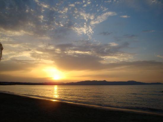Tropicana Beach Hotel & Suites: Sun set