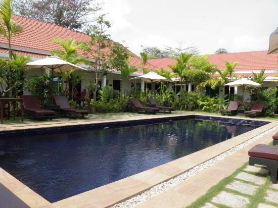 The Moon Boutique Hotel: The poolside