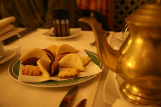 Riyad Al Moussika: Tea with pastries in the afternoon