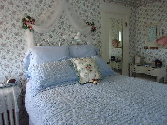 Five SeaSuns Bed and Breakfast: lovely bedroom