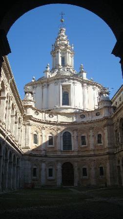 Chiesa di Sant'Ivo alla Sapienza: portico