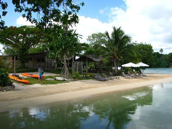 Oyster Island Resort: Main swimming beach
