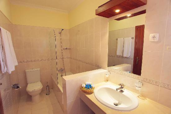 Browns Sports & Leisure Club: Bath Room - Executive Villa