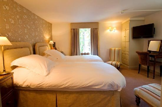 The White Swan Inn: Twin bedded room within the main hotel