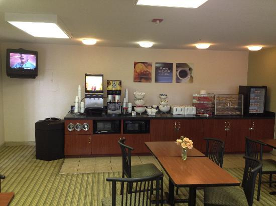 Extended Stay America - Orlando - Southpark - Commodity Circle: The breakfast room