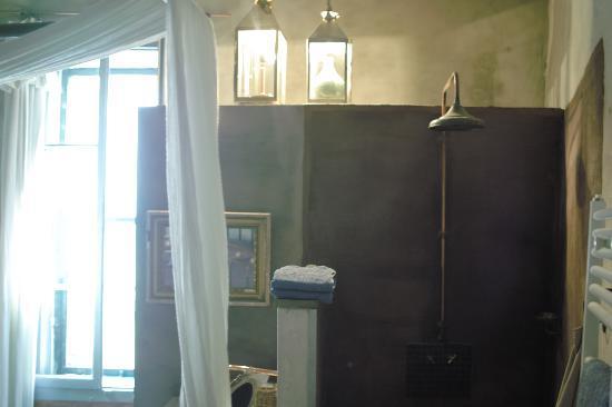 La Pousada: シャワーは部屋と続きです