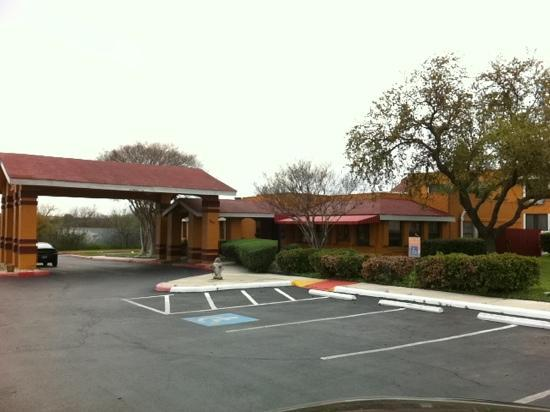 Quality Inn & Suites: main office.