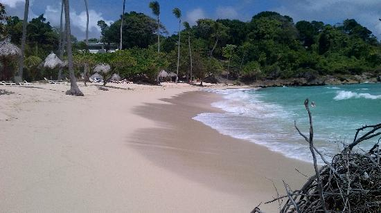 Luxury Bahia Principe Cayo Levantado: Small but beautiful windy private beach